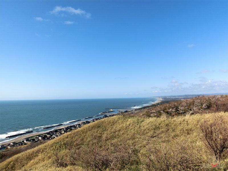 観音様の隣から見た日本海