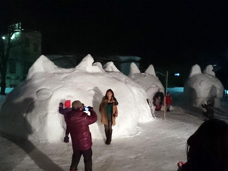 妖怪ウォッチのジバニャンの雪像は、耳がちゃんと切れているのがわかる