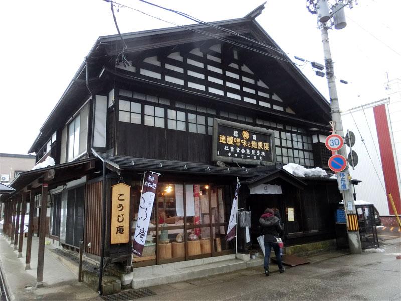 歴史を感じられる温かい雰囲気の建物