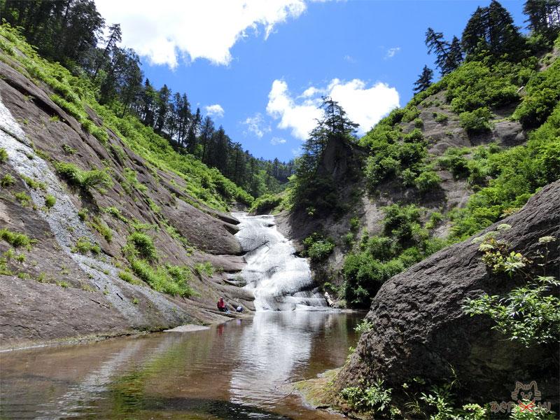 赤水渓谷のシンボル『ウサギ滝』