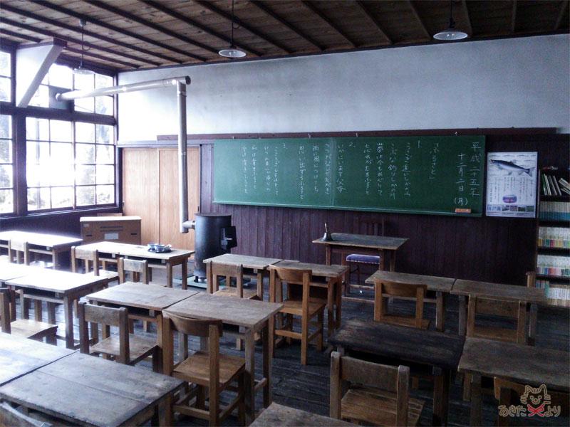昭和のままに残る小学校の教室の風景