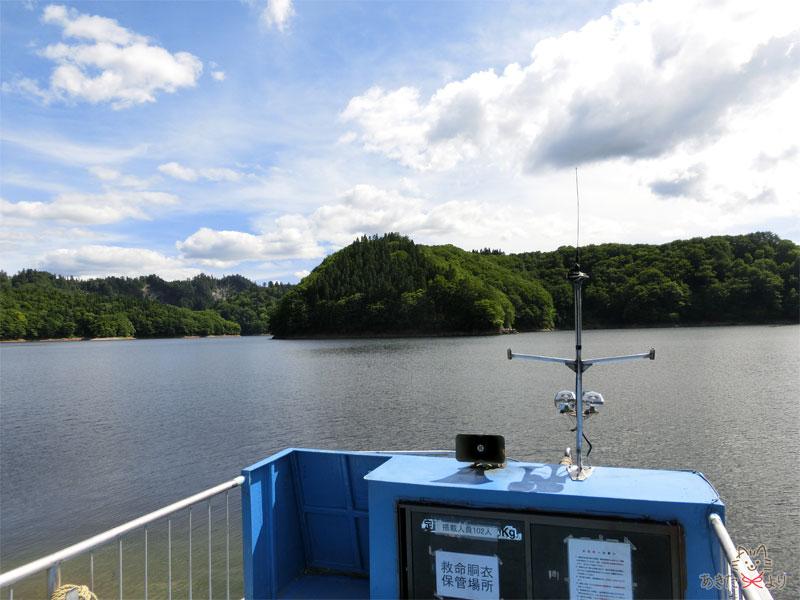 船のデッキから見える360度の太平湖の景色